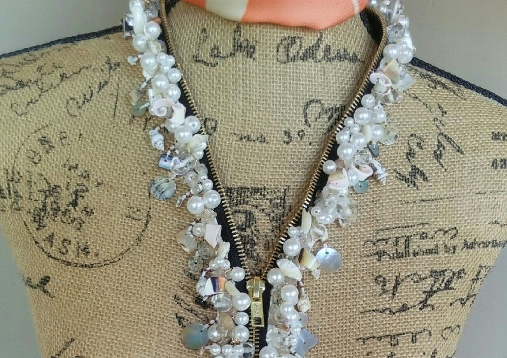 repurposing jewellery zipper necklace